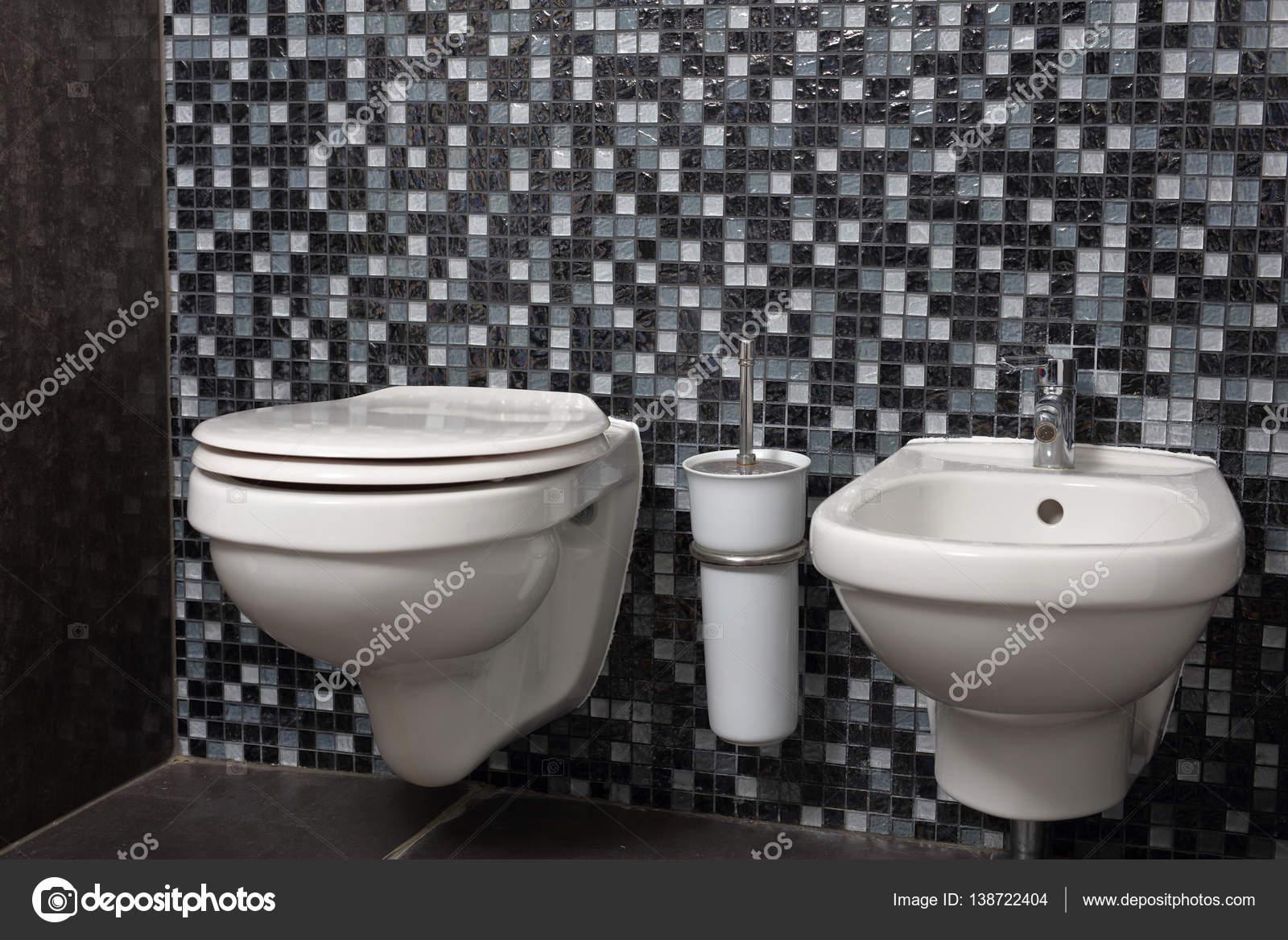 Bagno Con Mosaico Nero : Bagno in stile moderno minimalista con mosaico nero u foto stock