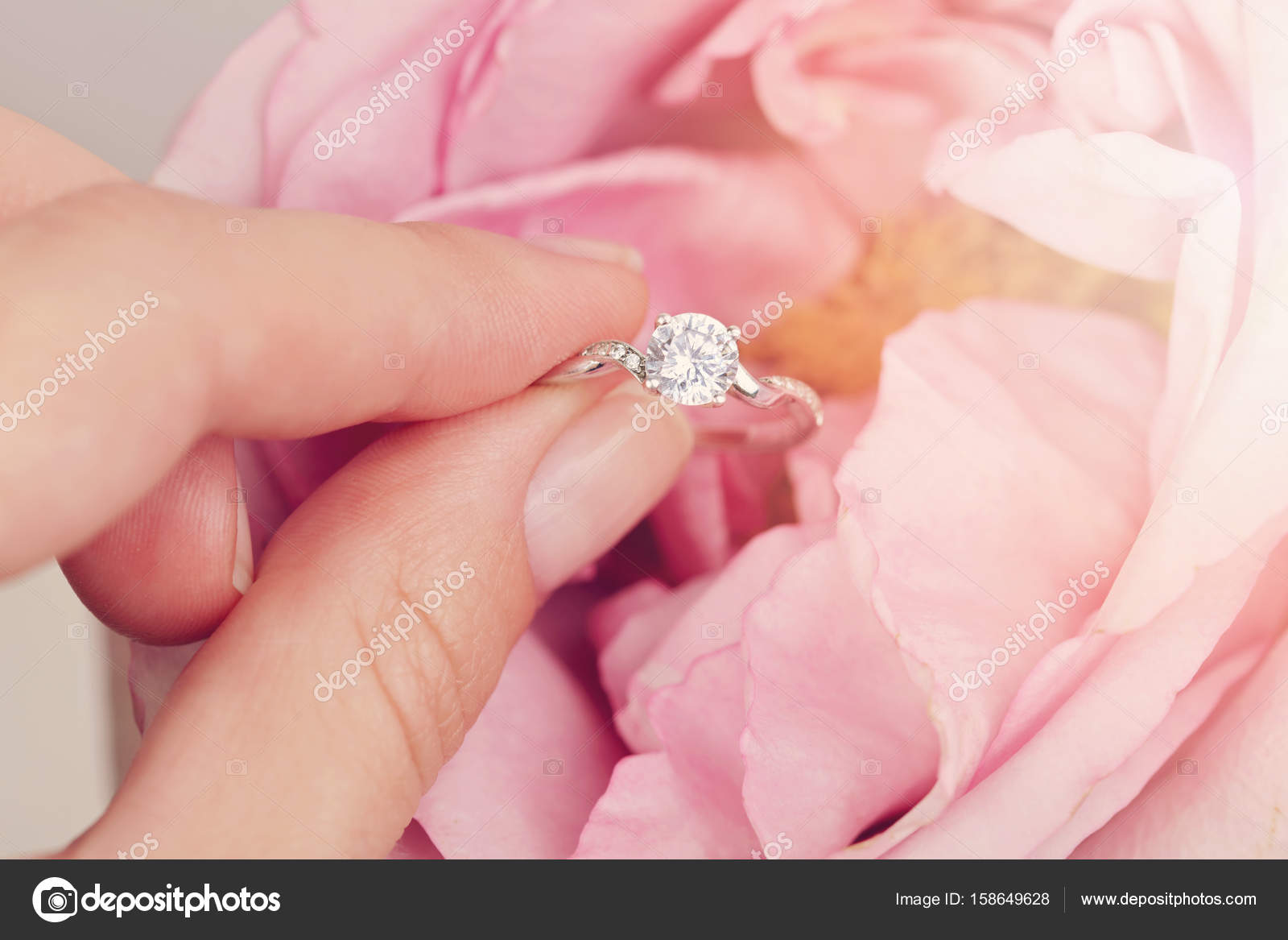 Engagement ring in bride hands. Woman holding jewellery close up ...