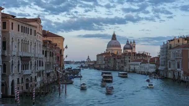 Velence városképe Santa Maria della Salute-tal Velencében, Olaszországban.