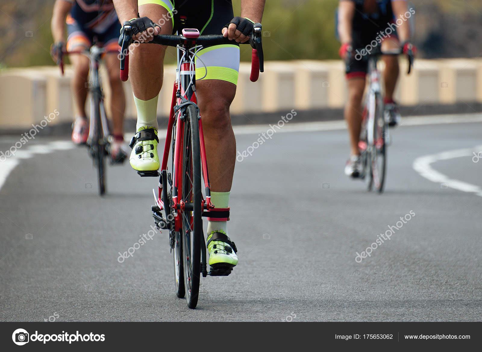 precio al por mayor 2019 profesional distribuidor mayorista Ciclismo Competición Atletas Ciclista Montando Una Carrera ...