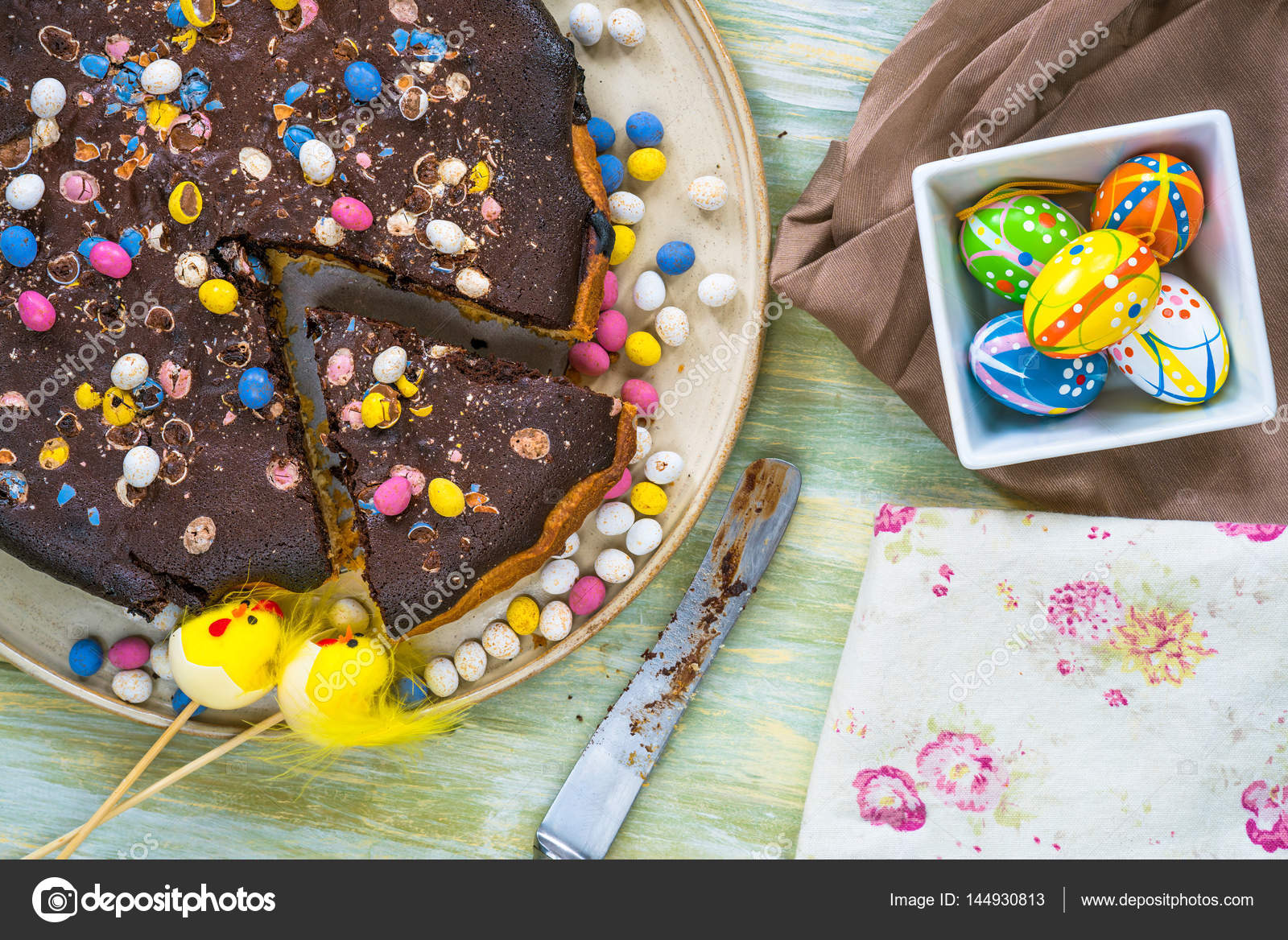 Tarta de Pascua caramelo salado y chocolate — Fotos de Stock ...