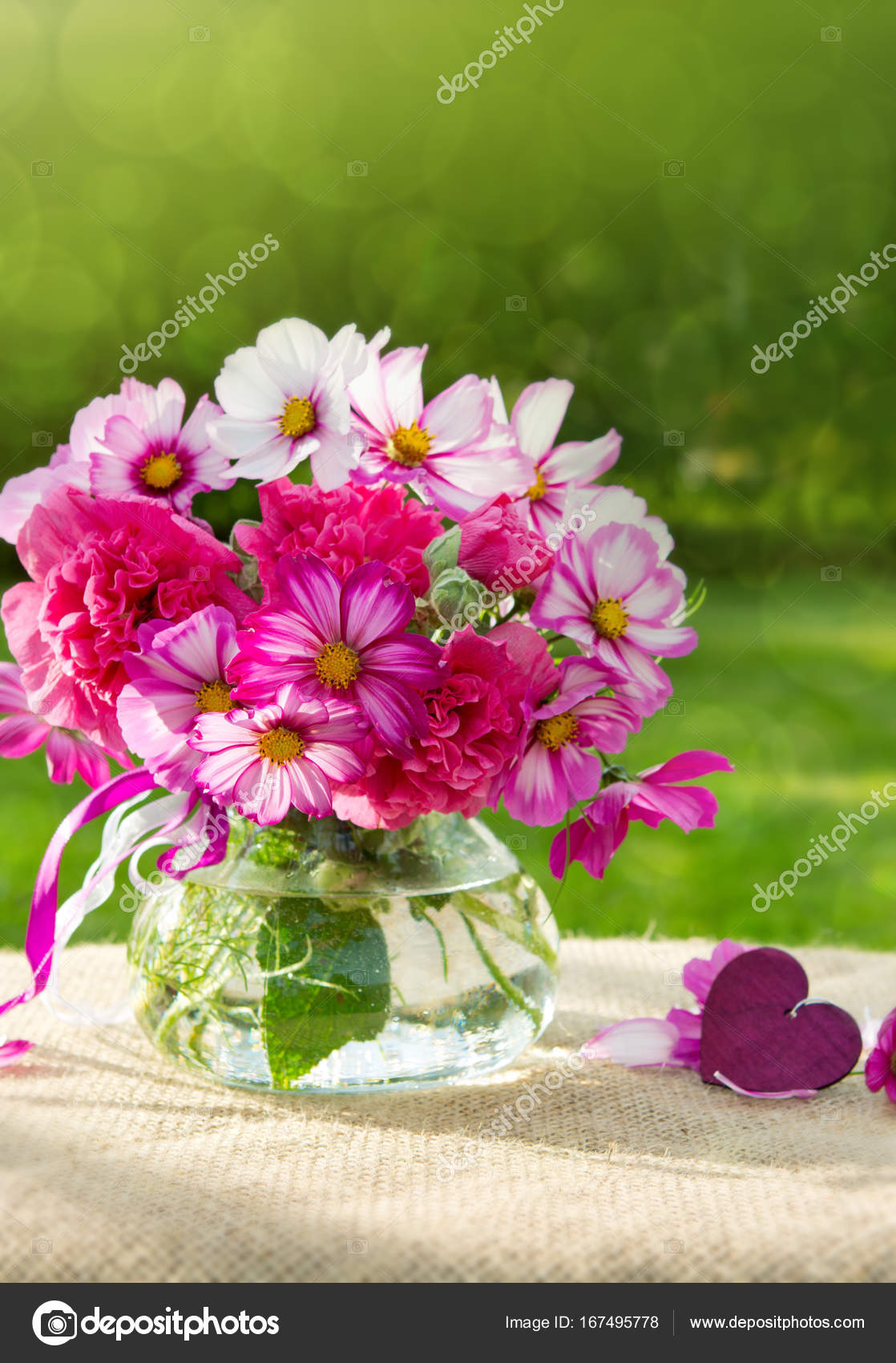 Flores Buquê Colorido E Coração Cartão De Férias Stock Photo