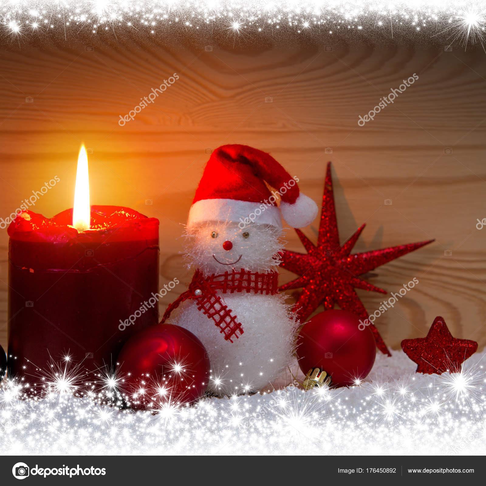 Immagini Di Natale Con La Neve.Pupazzo Di Neve Con Decorazioni Natalizie Sfondo Di Natale