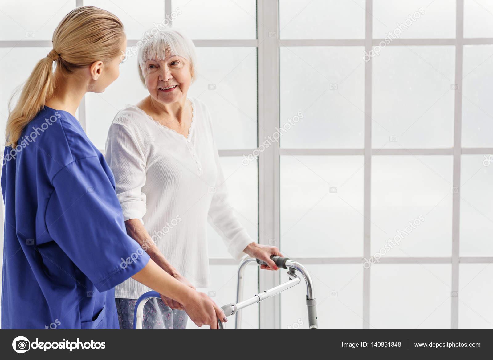 Médico a jubilado incrementan con marco canaleta — Foto de stock ...