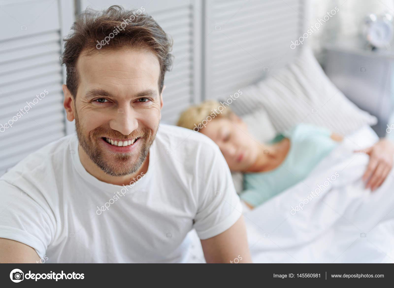 Mann Und Frau Im Schlafzimmer Ausruhen U2014 Stockfoto