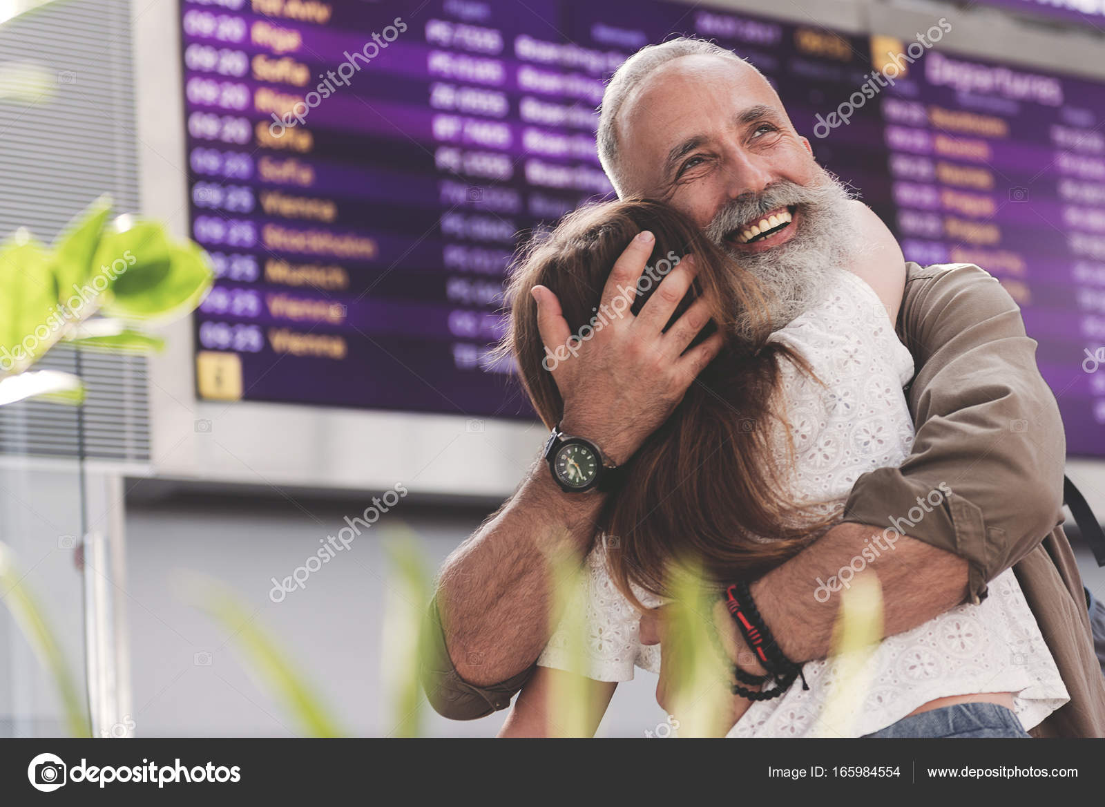 old man kissing girl