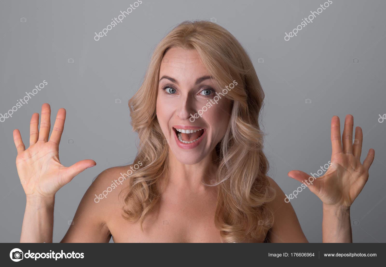 Nackte Frauen mittleren Alters