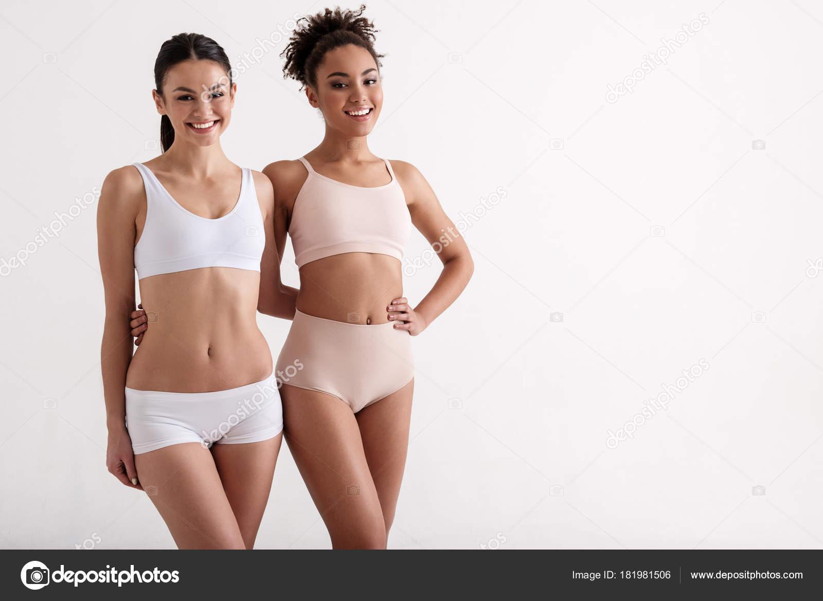 Фотки девушек в нижнем белье в обтяжку