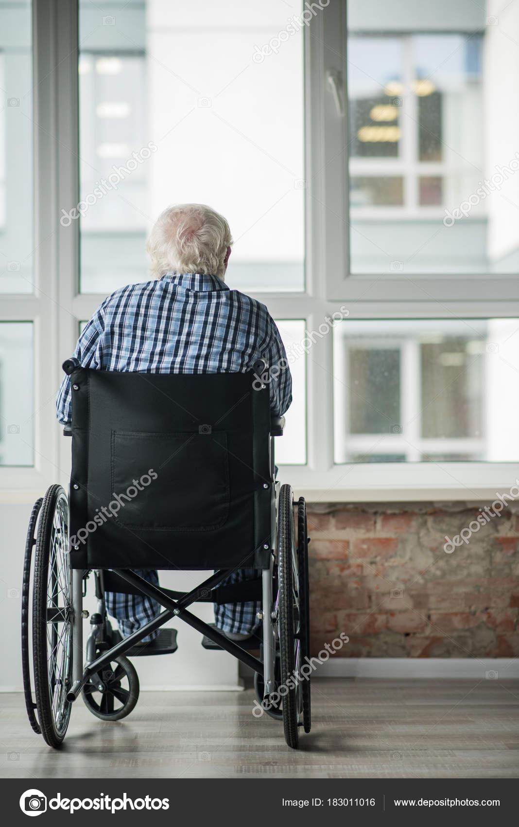 Old ill man feeling upset and alone — Stock Photo
