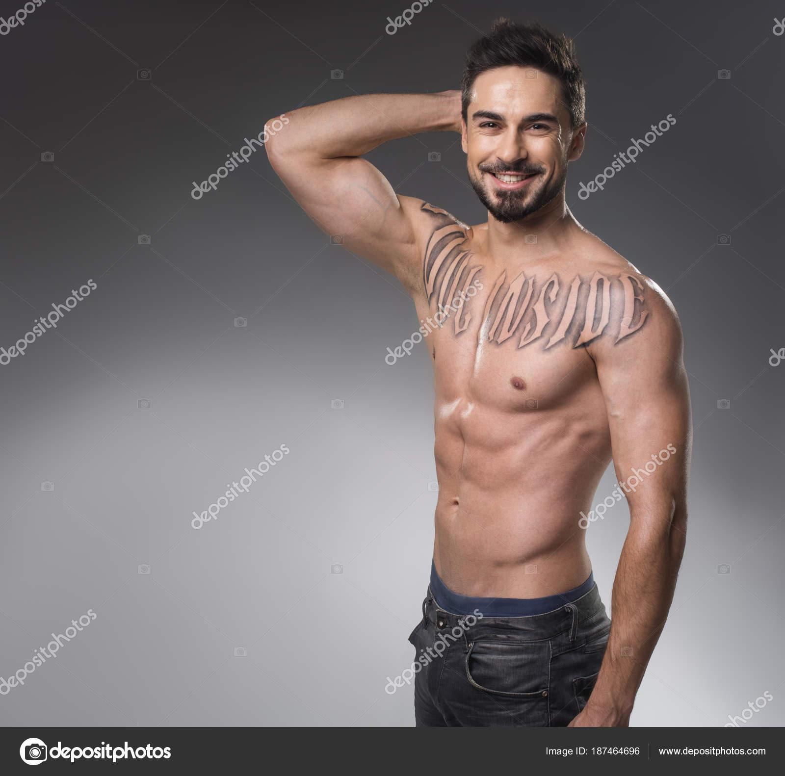 Modelli maschili in posa nuda