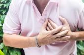 Fotografia Uomo che ha dolore toracico - attacco di cuore