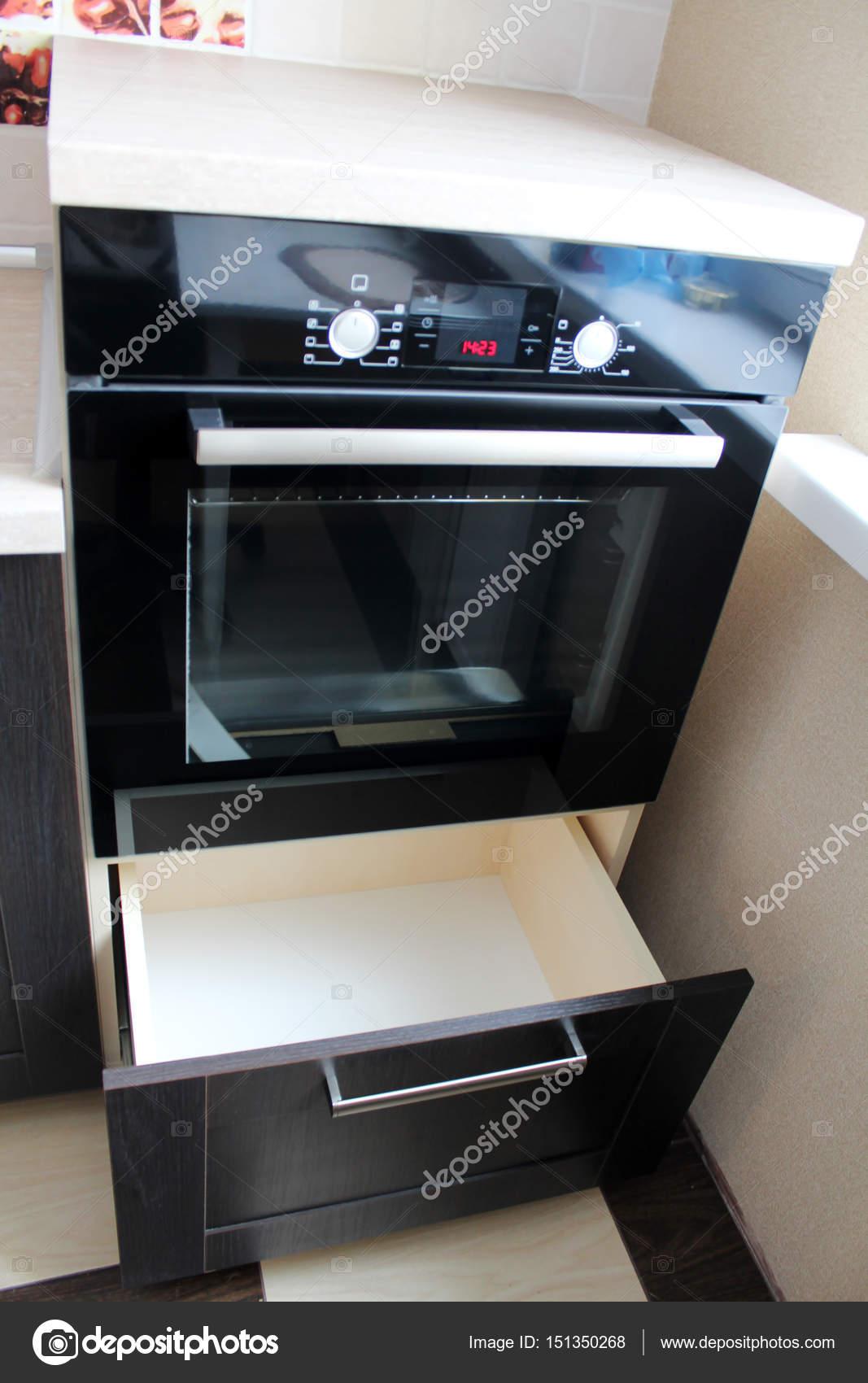 Ofen Küche Schrank eingebaut. Die Herstellung von Möbeln — Stockfoto ...