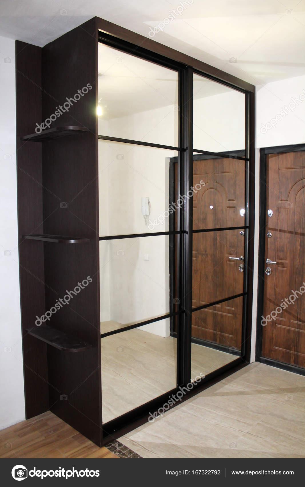 Schrank mit Schiebetüren. Möbel. Interior design — Stockfoto ...