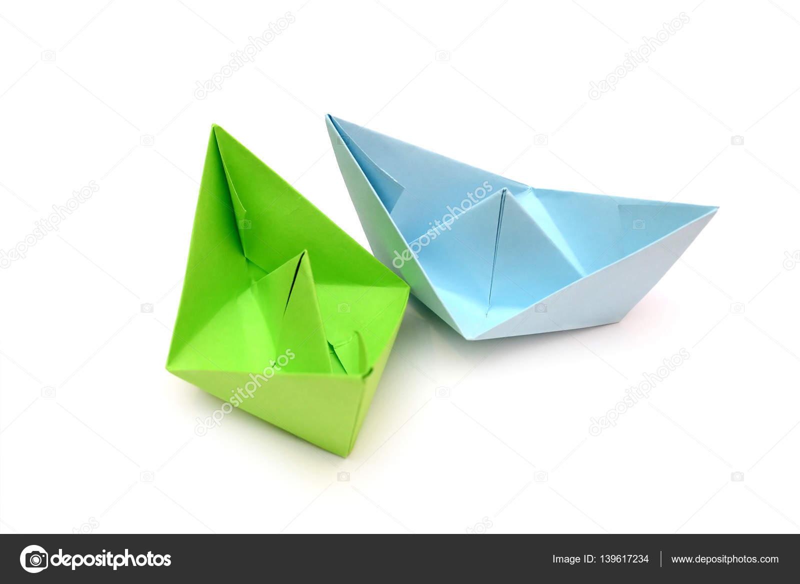 Bateaux En Papier Bleu Et Vert, Feuilles De Papier, Origami, Feuilles De  Papier De Couleur U2014 Image De Luda311