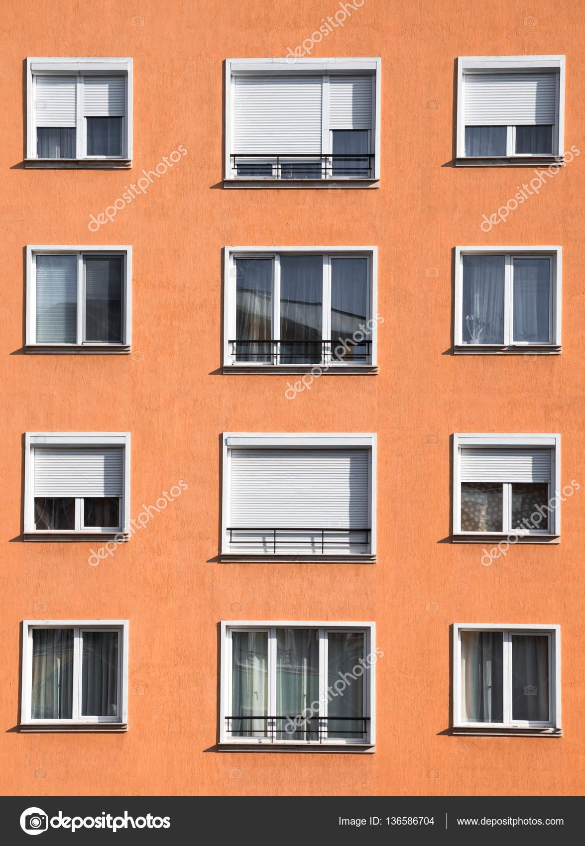 Modernes helles Orange Block äußeres Gehäuse — Stockfoto ...