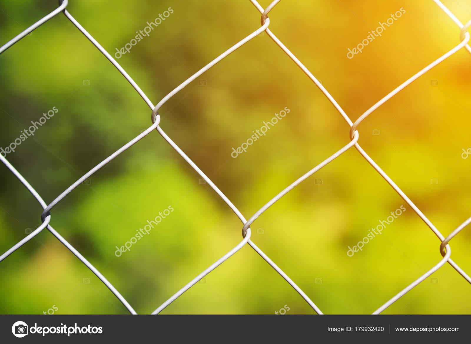 Detail einer Diamant Maschen Draht Zaun — Stockfoto © SimeonDonov ...