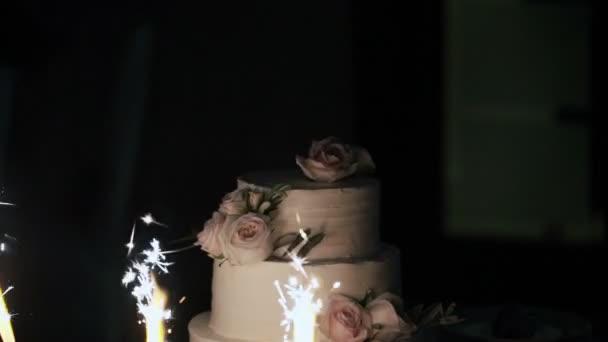 Svatební dort s ohňostrojem