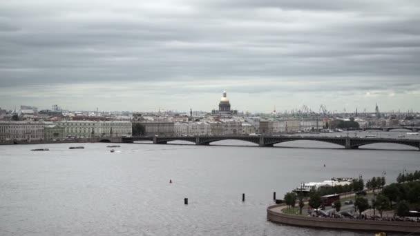 Saint-Petersburg pohled na řece Něvě