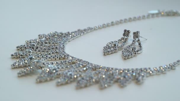 náhrdelník a náušnice