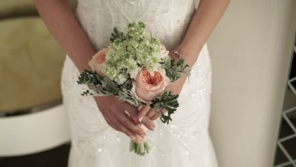 Nevěsta s květy kytice