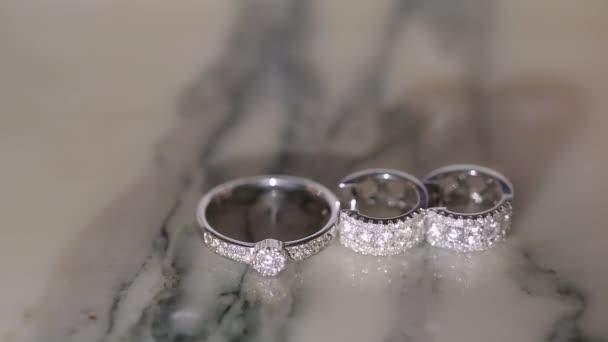 Arany gyűrű és fülbevaló, gyémánt