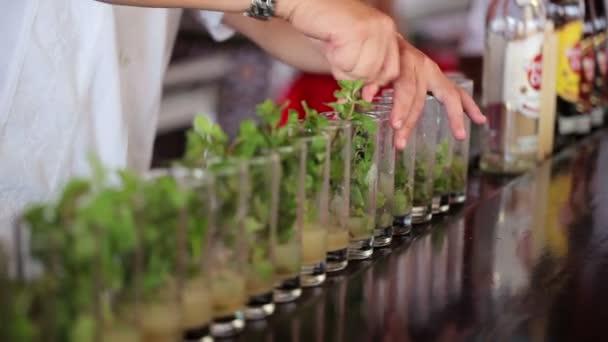 Barmann Kochen Mojito cocktails