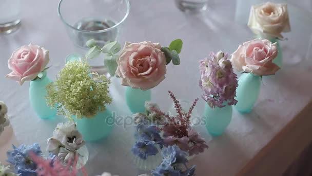 Kompozice z květin na svatbě