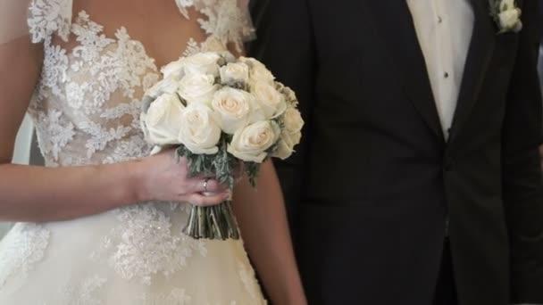 nevěsta a ženich na svatební obřad