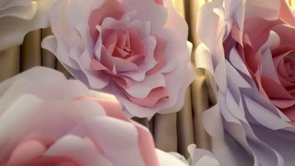 Velké papírové růže květiny