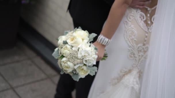 Braut und Bräutigam nicht wiederzuerkennen