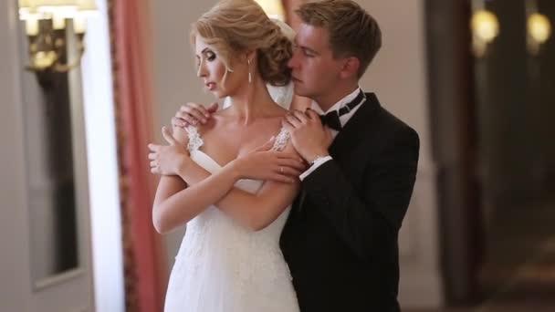 Nevěsta a ženich v paláci