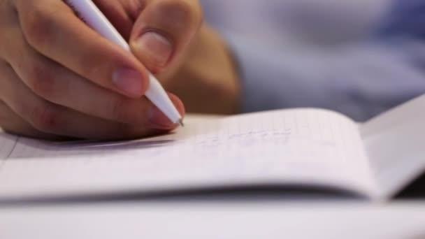 személy írásban notebook