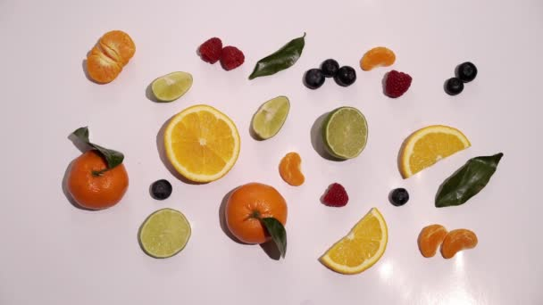 Ovoce na bílém pozadí, samostatný