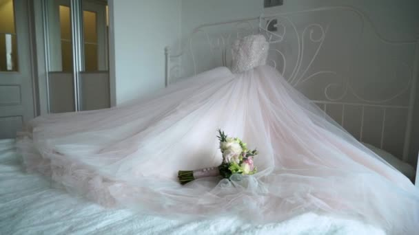 Luxury wedding dress for bride. Bridal white gown.