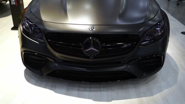 Petrohrad, Rusko - 28. července 2019: Mercedes W213 E63s car Amg. Vylaďování automobilů. Královská výstava aut.