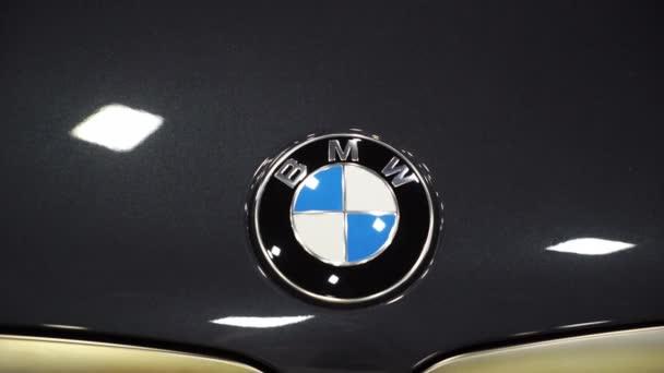 Petrohrad, Rusko - 28. července 2019: Bmw M5 car. Vylaďování automobilů. Královská výstava aut.