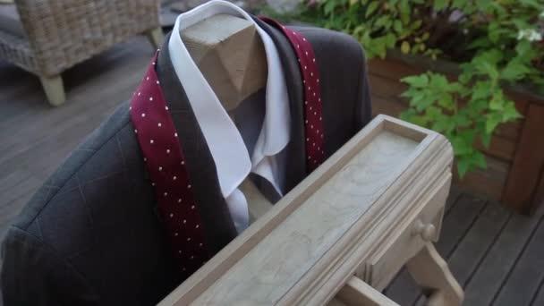 Mans divat ruházat - kabát, nyakkendő és ing. Vőlegény stílus esküvő