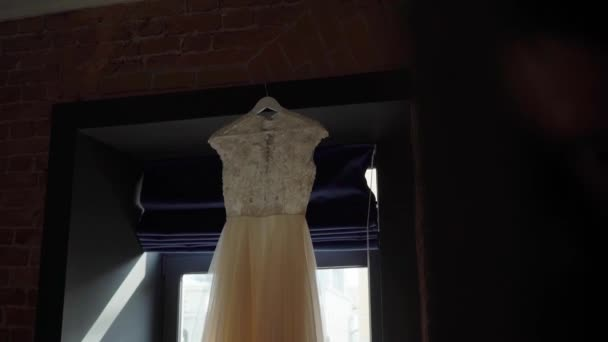 Luxus esküvői ruha a menyasszonynak. Menyasszonyi fehér ruha.