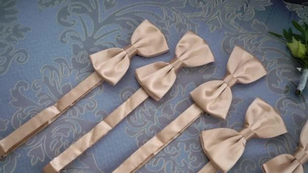 Férfi kiegészítők divat. Csokornyakkendő vagy csokornyakkendő, ruhaegyüttes, bőrcipő