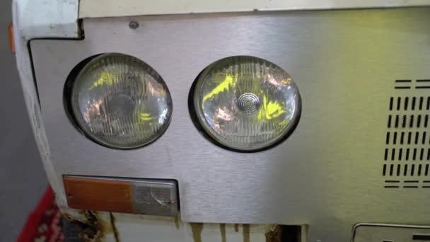 Světlomet starého retro auta