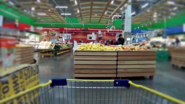 Nakupujících v supermarketu