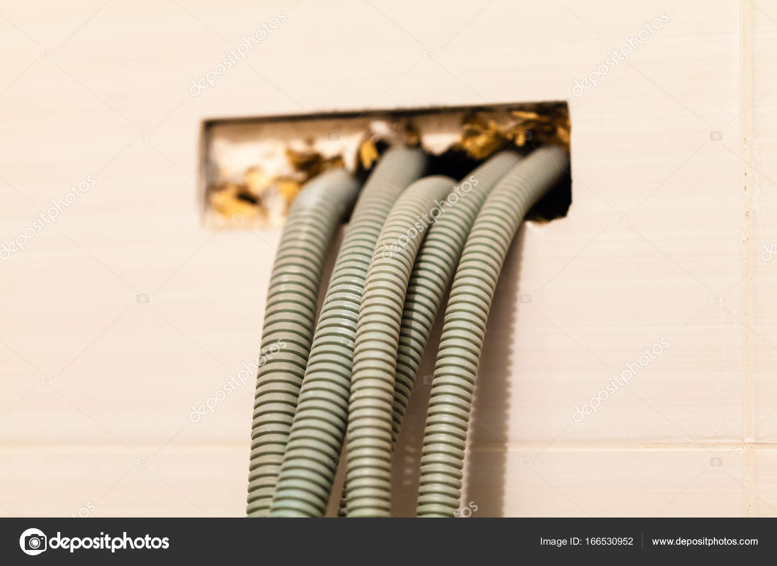 Lovely Haus Ist Im Bau, Umbau, Umbau Und Renovierung. Installation Elektrischer  Leitungen In Wellrohren U2014 Foto Von Zazamaza