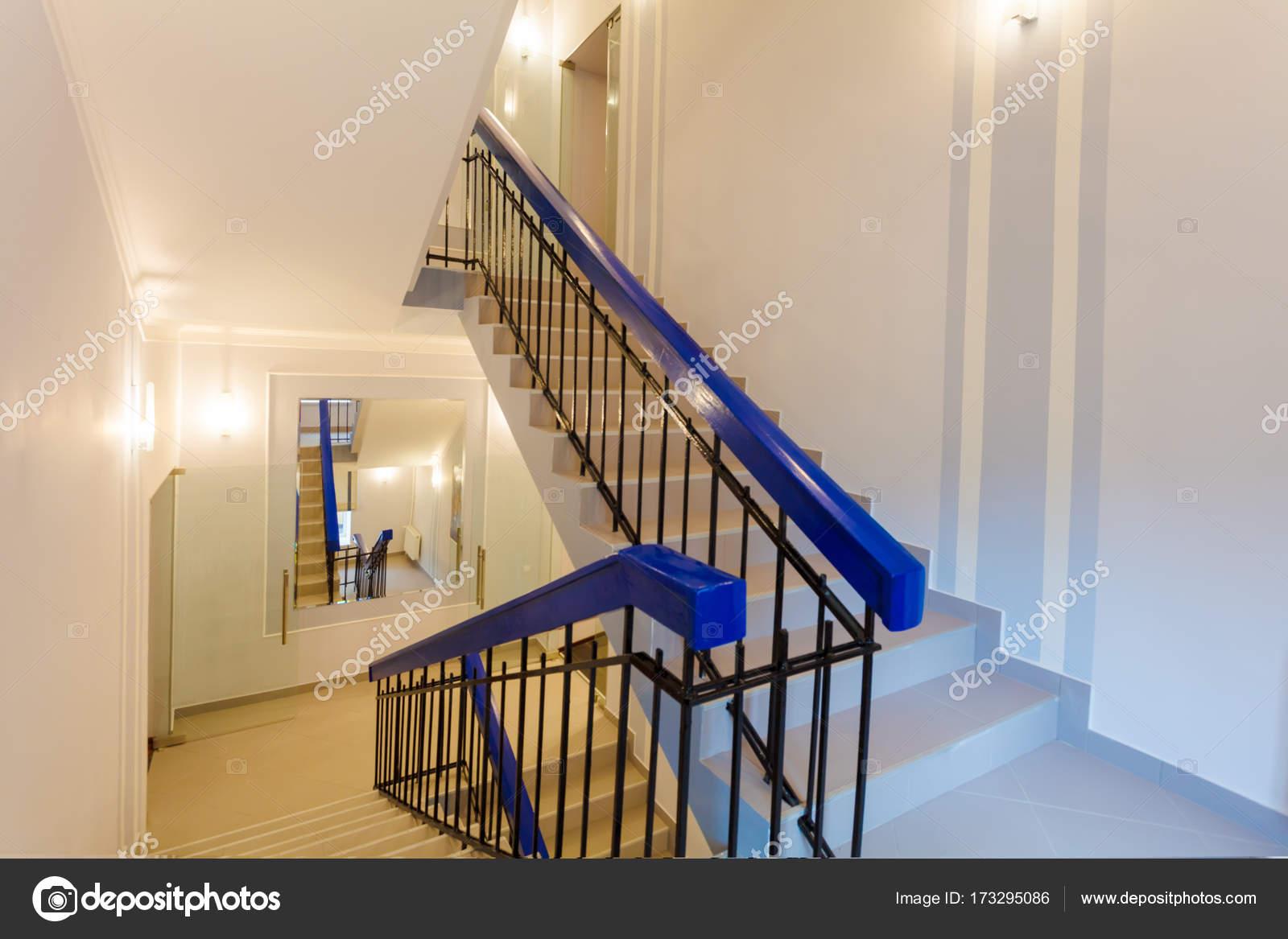 Spiegel Treppen treppen mit spiegel an der wand ist der teil des inneren wohnung