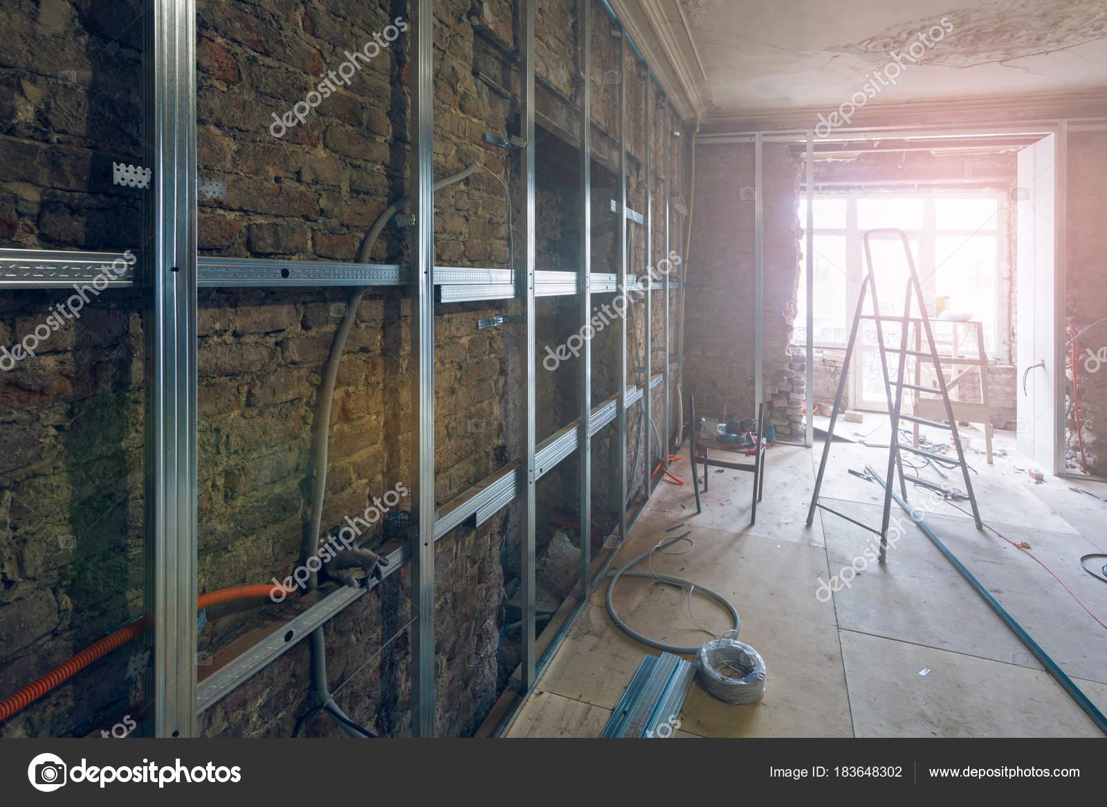 Arbeitsprozess Der Installation Metallrahmen Für Gipskartonplatten ...