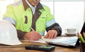Photo Civil Engineer making Structural Analysis Calculations