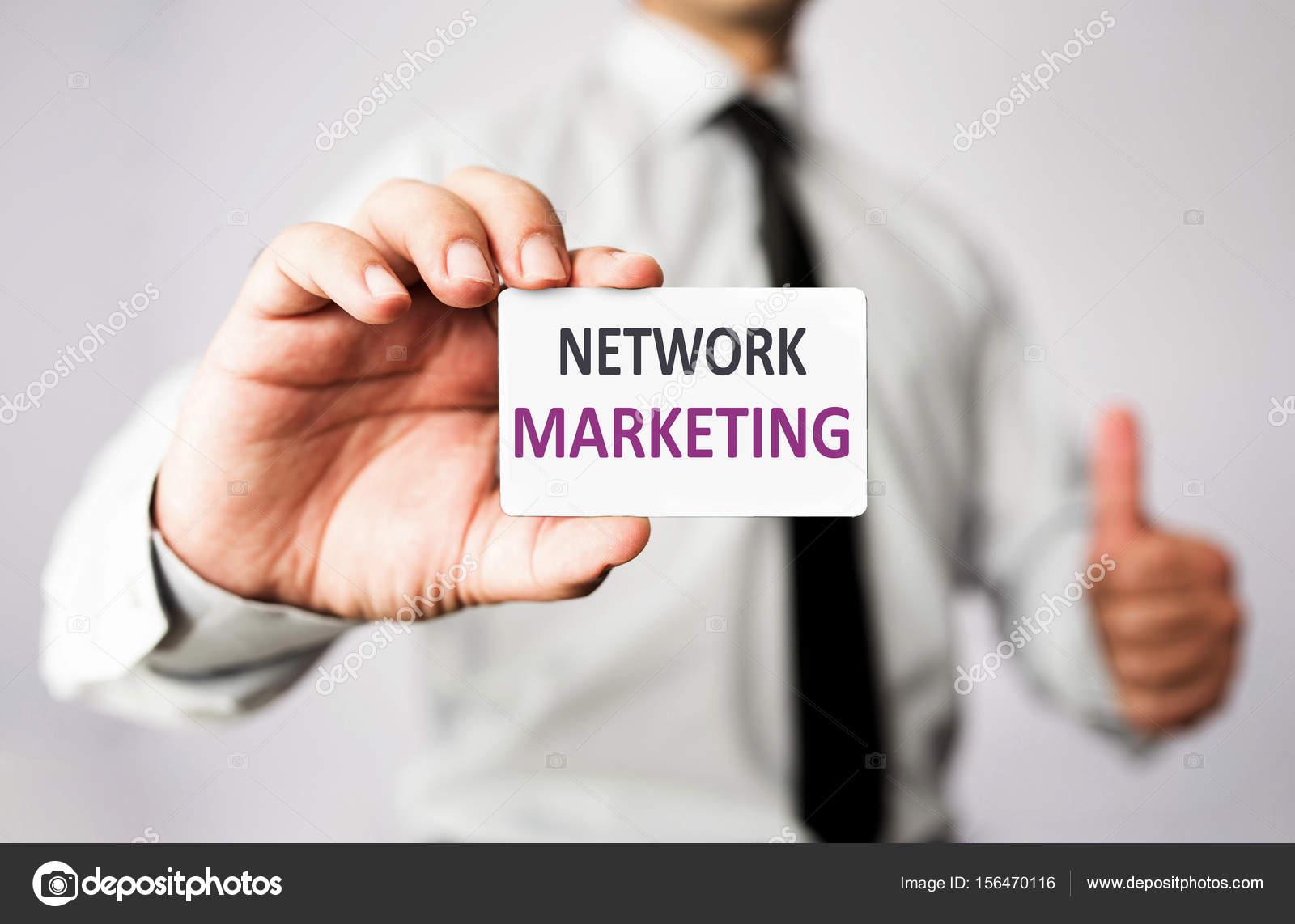 Homme Daffaires Tenant Sa Carte De Visite Marketing Reseau Images Stock Libres Droits