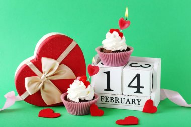 cupcakes with calendar and gift box