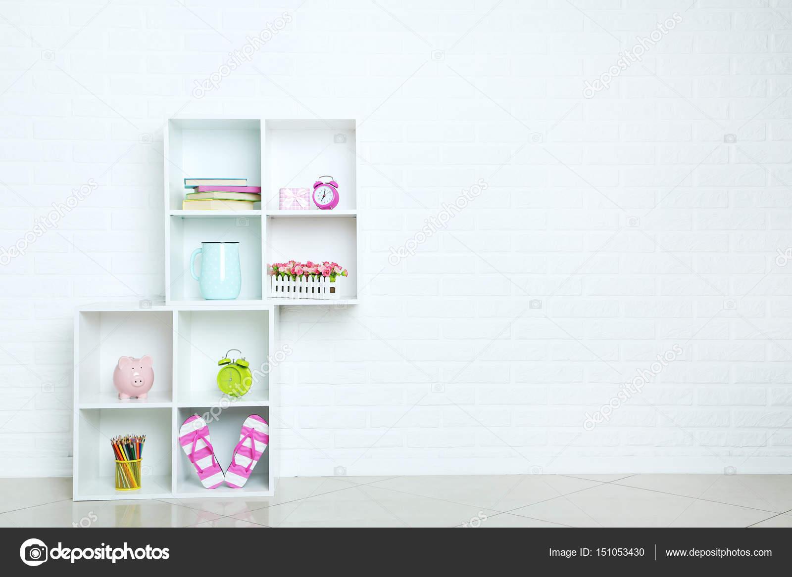 Białe Półki Na ścianę Z Cegieł Zdjęcie Stockowe 5seconds