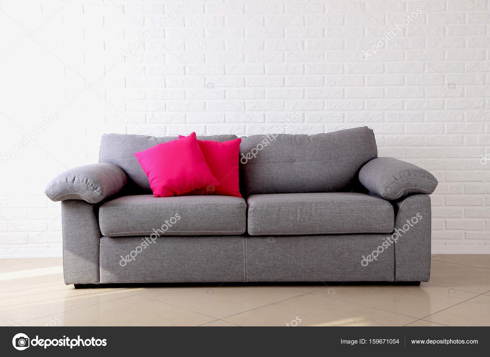 Kleurrijke kussens op grijze bank u2014 stockfoto © 5seconds #159671054