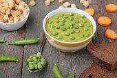 Fotografie Grüne Erbsen Suppe in Schüssel